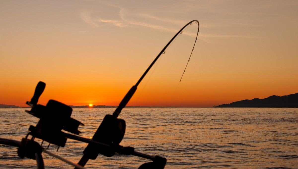 Rybářská místa vhodná pro rybaření mohou být třeba u moře.
